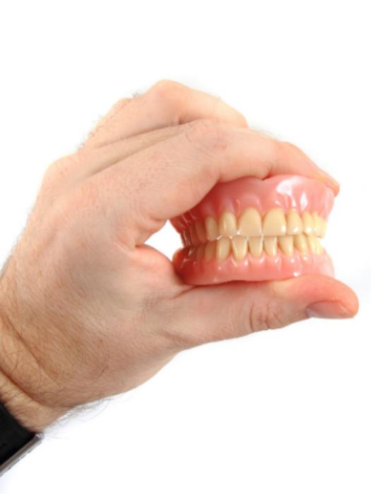 Пластмассовый протез в стоматологии Дентко